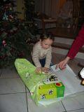 Oh! Un cadeau.<BR>©2005 Poirier-Tarbouriech